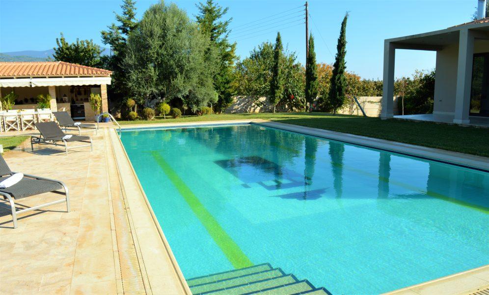Arkitektritad lyxig villa 200m från stranden, 60 km från Athen!
