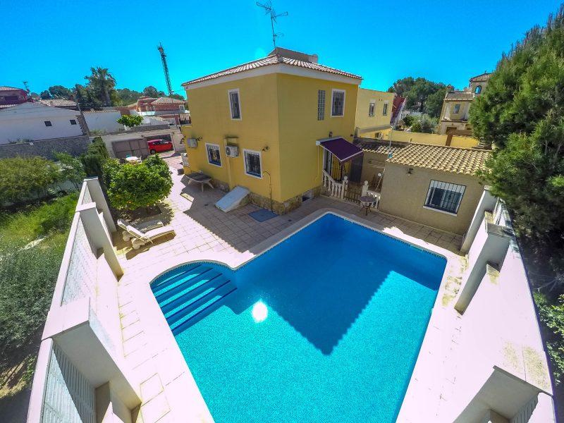 Detached villa with pool in Los Balcones, Torrevieja