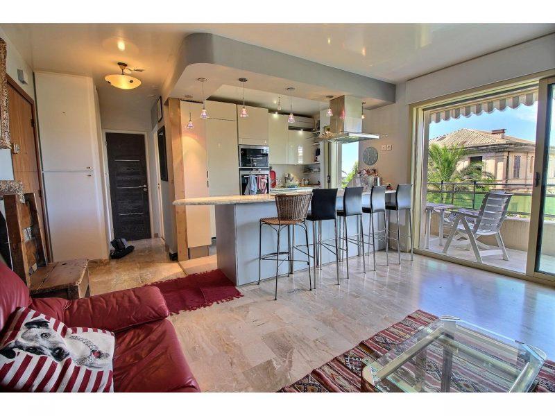 2 rumslägenhet med havsutsikt till salu i Cannes Palm Beach