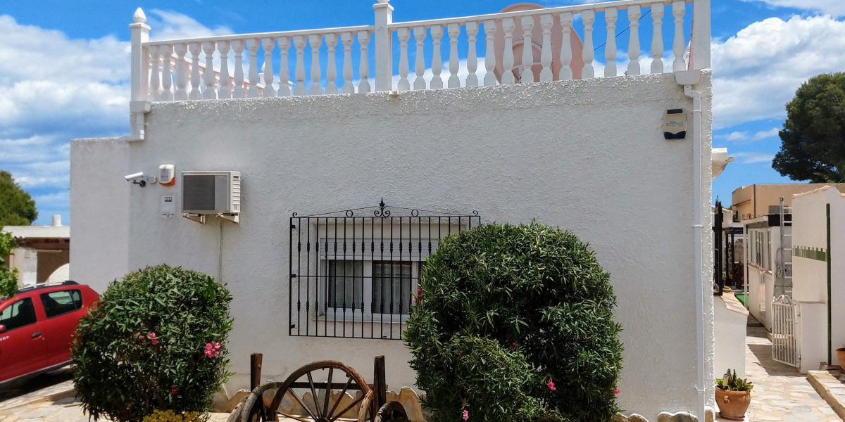 Detached villa with pool in Los Balcones, Torrevieja