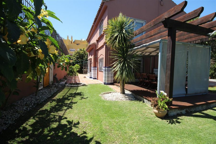 4 bedrooms villa near golf course in Guadalmina Alta