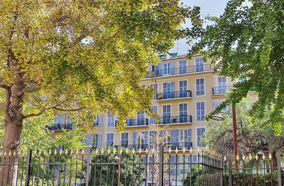 Trerumslägenhet i centrala Nice
