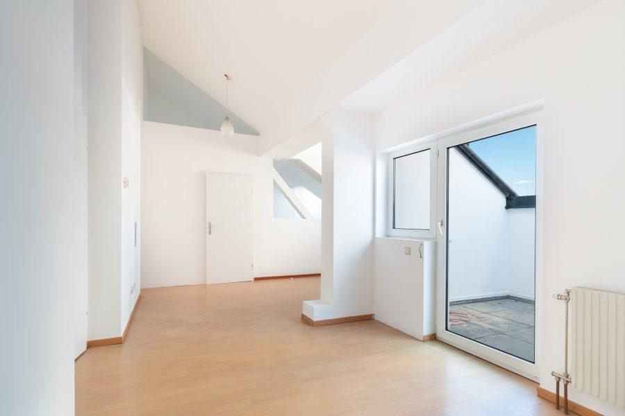 Tolle 2,5 Zimmer Dachgeschoßwohnung mit Terrasse
