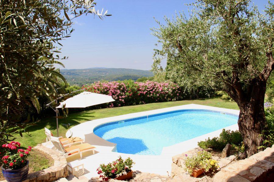 Öppen villa med pool