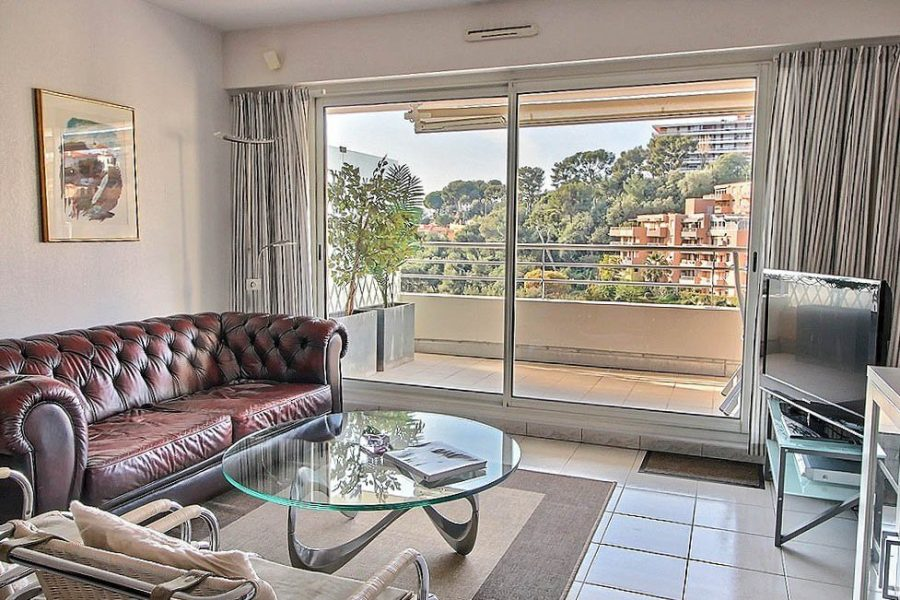Fin lägenhet med vacker balkong