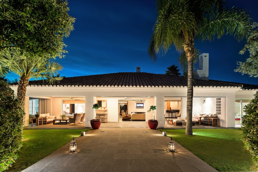 Marbella: Front-line Golf Villa