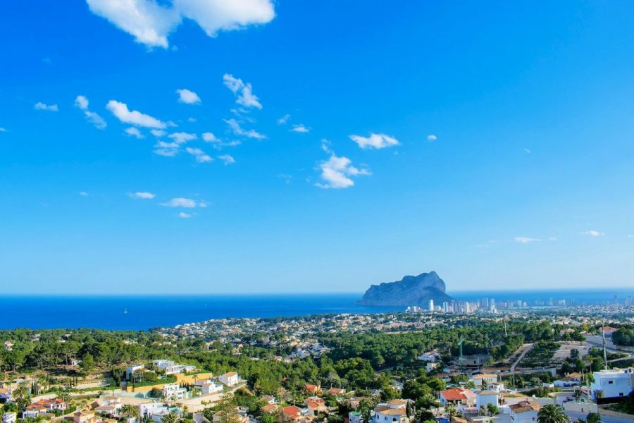 Moraira: Luxury new build villa, sea views