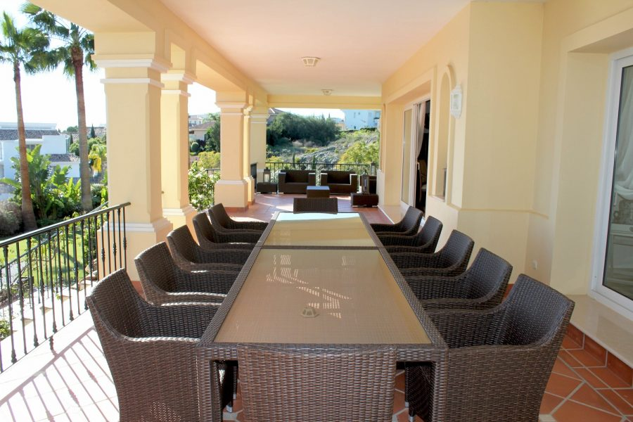 Marbella: Spectacular Front-line Golf Villa