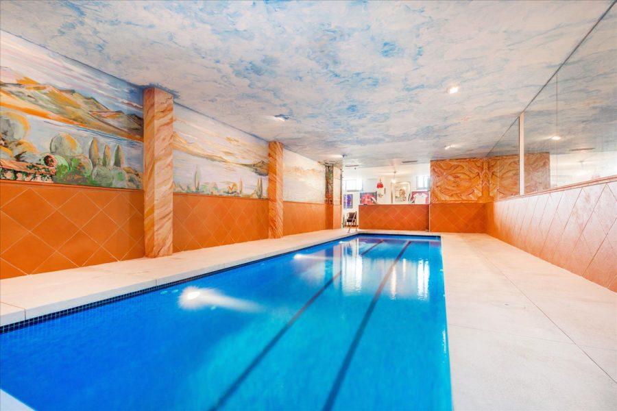 Marbella: 6 bedroom Villa, indoor pool, Sea views