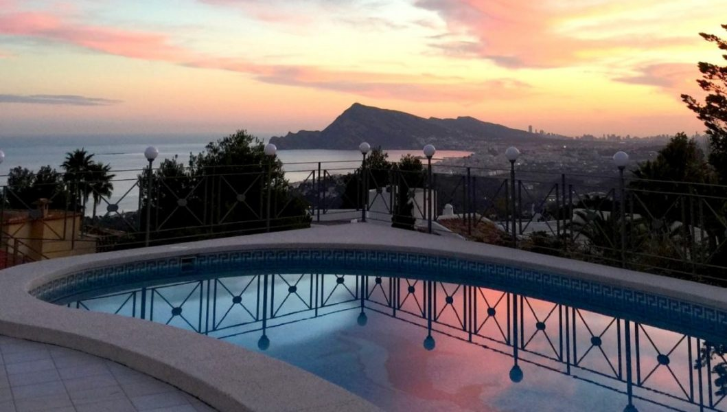 Altea: Beautiful Villa, guest studio and views over the bay.