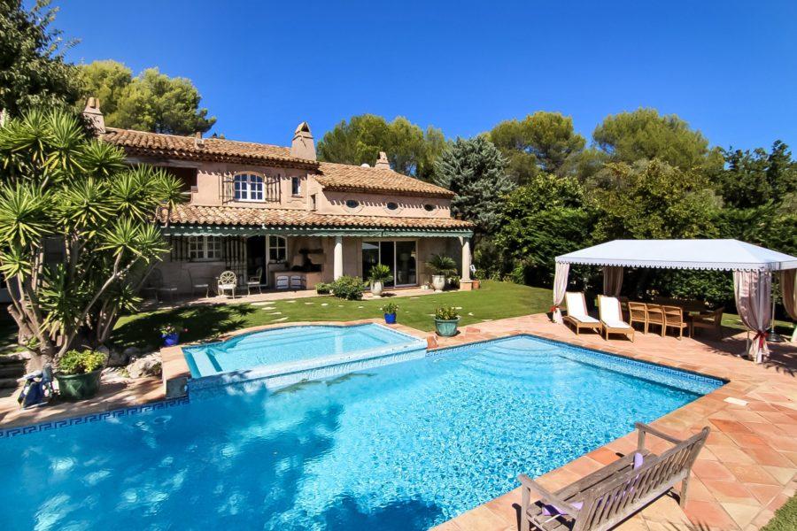 Magnifique villa en pierre en position dominante de 287 m2