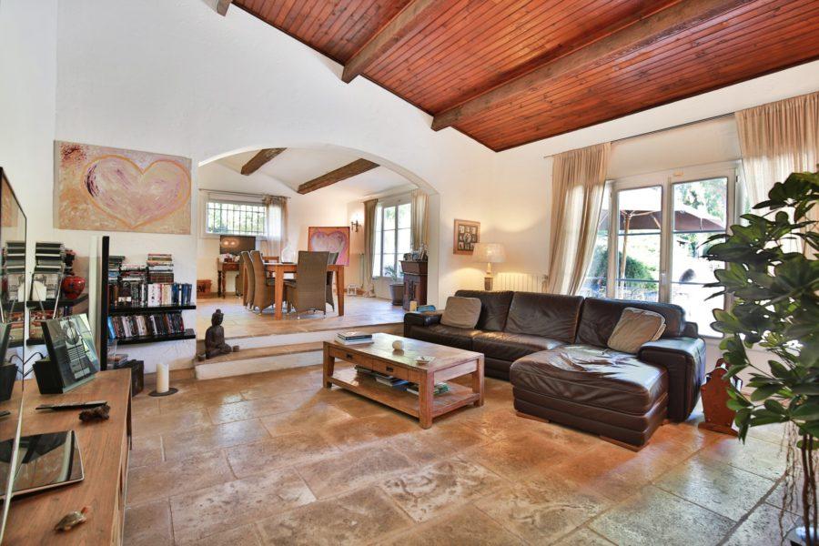 Villa de plein pied avec piscine et jacuzzi à Mougins