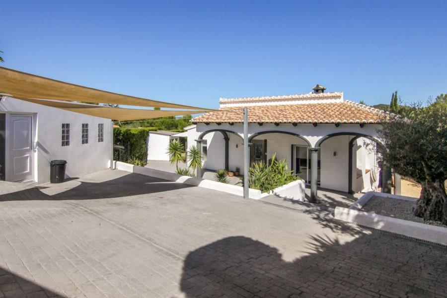 Blue-Square real estate agency sale villa in Spain