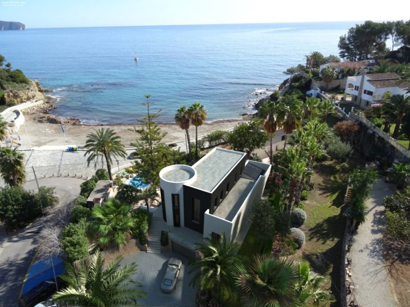 Front-line renovated beach property in Benissa for sale by Blue-Square