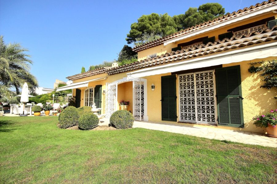 Vacker villa med swimmingpool i Mougins