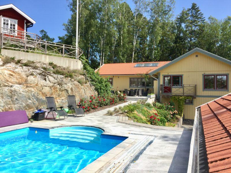 Underbar vacker och modern villa med havsutsikt och egen poo