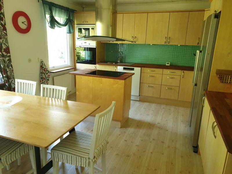 Välskött & hemtrevligt hus i härliga Vendelsö